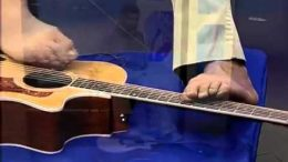 Amazing Talent: Man Without Arms Plays Guitar