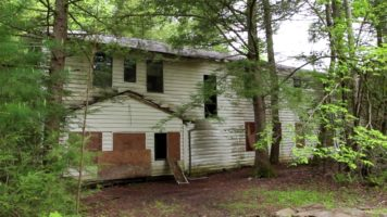Tennessee Wonderland: Exploring An Abandoned Mountain Neighborhood And Hotel