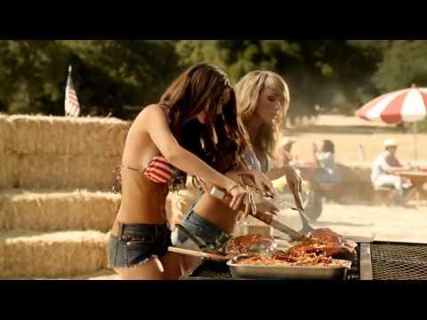 BBQ's Best Pair – Carl's Jr. feat. Emily Ratajkowski