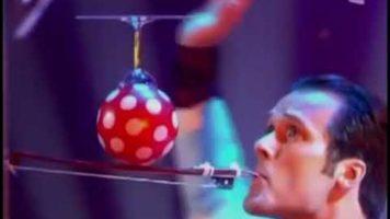 World Balance Champion Balances A Ballon On Violin