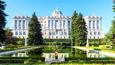 Explore 14 Largest And Spectacular Palaces On Our Planet