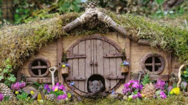A Man Builds An Entire Village For Mouse